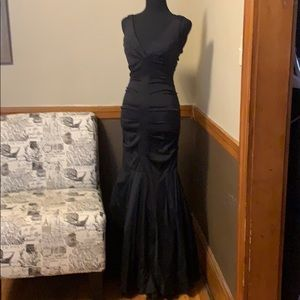 Cache Dresses - Cache Size 2 fitted flared black evening gown